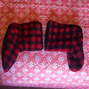 Red/black plaid soft bootie slippers size XL
